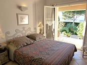 Booking bed and breakfast LA PARESSANNE la croix valmer